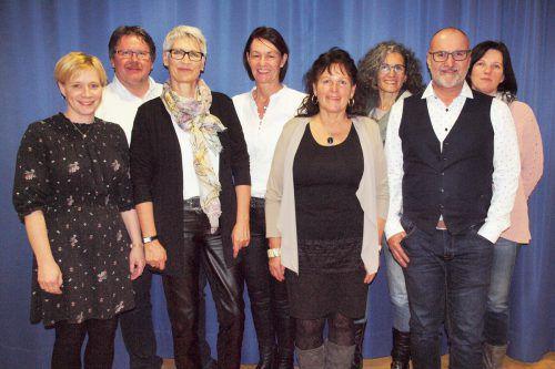 Der Vorstand des Chors Joy, hier mit Kulturstadtrat Johannes Drexel (2. v. r.), blickt auf ein ereignisreiches Jahr zurück. Chor Joy