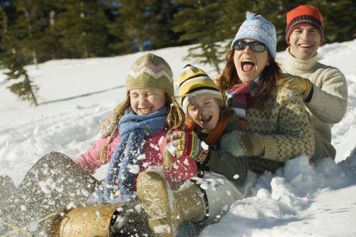 Der Winter macht Kindern und Erwachsenen Spaß, für eine ungeschützte Haut kann er jedoch zur Tortur werden.fuse
