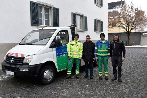 Die Bauhofmitarbeiter in Rankweil fahren jetzt ein Elektroauto. gemeinde
