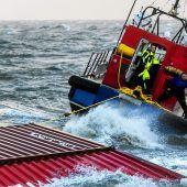 Bergung der Container aus der Nordsee verzögert sich