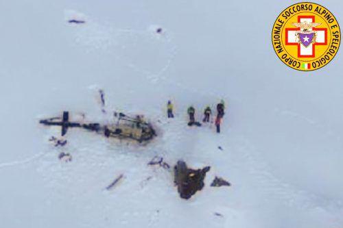 Die Bergwacht schickte vier Helikopter mit Rettungskräften zur Unfallstelle. afp