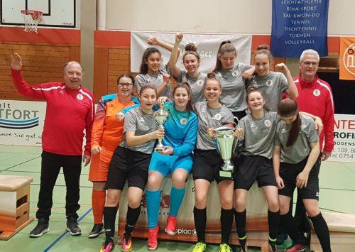 Die erfolgreichen Ladies des FC Dornbirn mit ihren Trainern.mima
