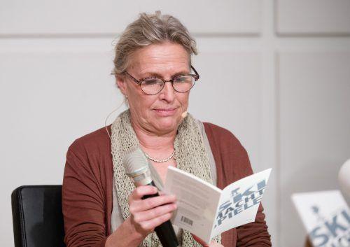 Die frühere ÖSV-Weltcupläuferin Nicola Werdenigg, im Bild anlässlich ihrer Buchpräsentation, wird heute in Bludenz als Zeugin aussagen.apa