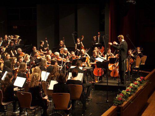 Die Leitung der Sinfonietta Lustenau hat nun der Hornist und Dirigent Christian Beemelmans übernommen. JU