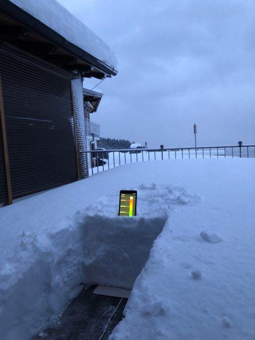 Die Schneelastsensoren sind seit einigen Wochen in Eichenberg installiert, um sie unter Realbedingungen wie Schnee, Eis, Feuchtigkeit und Regen zu testen. Grabher