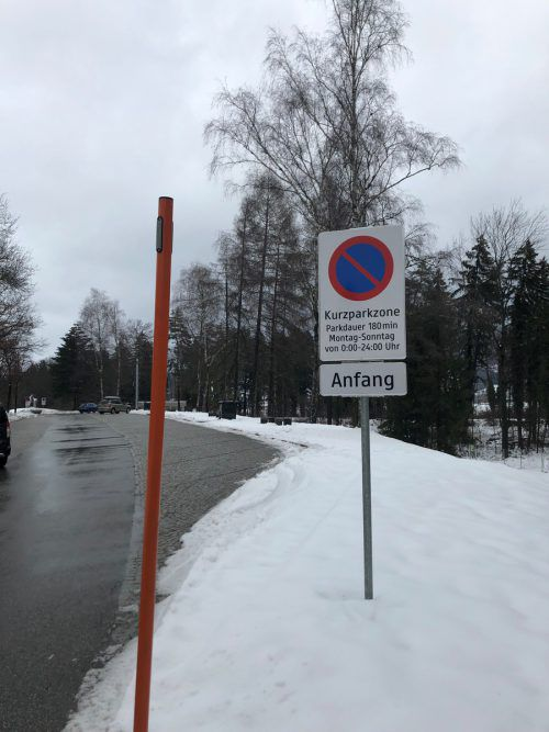 Die Tafel am Autobahnparkplatz ist nicht korrekt ausgeschildert. vn/Schweigkofler
