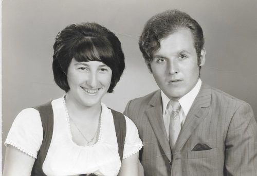 Ein glückliches junges Ehepaar. Familie