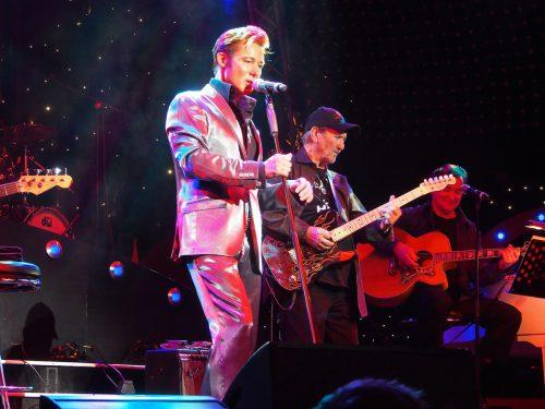 Ein Highlight für Elvis- und Rock'n'Roll-Fans: TCB und Dennis Jale mit The Monroes auf der Festpielhausbühne.handout/veranstalter/TCB/dennis jale