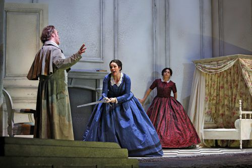 """Ein Opernabend, der die Tragik des Geschehens – Schopenhauer hielt """"Norma"""" für """"ein höchst vollkommenes Trauerspiel"""" – bewegend umsetzt. Theater/Freese"""