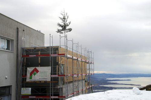 Ein Seminarraum sowie eine 360 Grad-Panoramaterrasse sind im Entstehen.