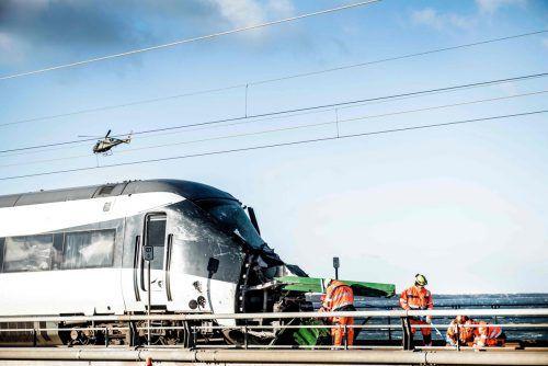 Ersten Ermittlungen zufolge soll die Ladung eines entgegenkommenden Güterzuges den Zug getroffen und so das Unglück ausgelöst haben. AFP