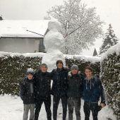 Der Schnee hält Räumdienste auf Trab, nächste Schneewalze ist bereits in Sicht. A5