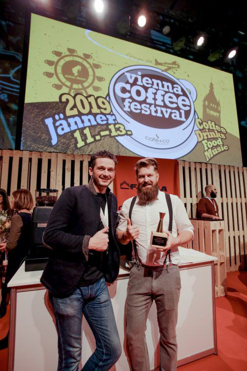 "Daniel Nekola (r.) ist Barista-Staatsmeister in der Kategorie ""Coffee in Good Spirits""."