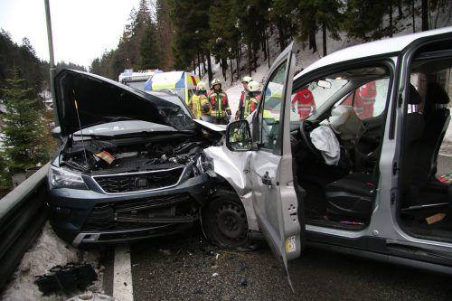 Für den unfallverursachenden Fahrzeuglenker kam nach dem Frontalzusammenstoß jede Hilfe zu spät. vol.at/Pletsch