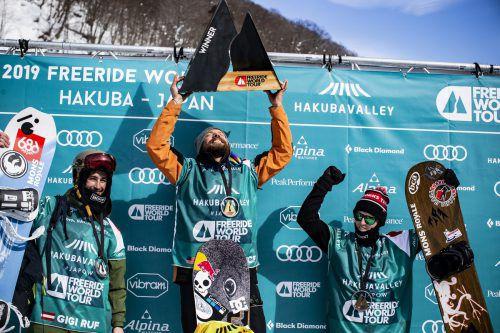 Gigi Rüf (links) mit Sieger Travis Rice auf dem Siegerpodest. daher