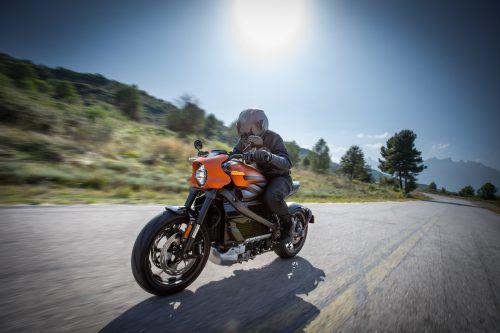 Harley Davidson hat sein erstes Elektromotorrad präsentiert. Es beschleunigt in 3,5 Sekunden auf Tempo 100 und kommt 177 Kilometer weit.