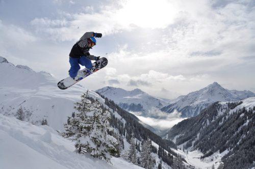 Im Februar fährt die OJA zum Skifahren und Snowboarden.OJAL