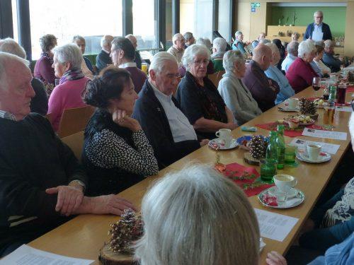 Im Foyer der DorfMitte stimmten sich die Koblacher Senioren auf Weihnachten ein. seniorenbund koblach