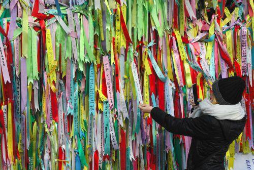 Im Imjingak Park in Südkoreas Grenzstadt Paju hängen Spruchbänder mit Inschriften, die zu Frieden aufrufen. afp