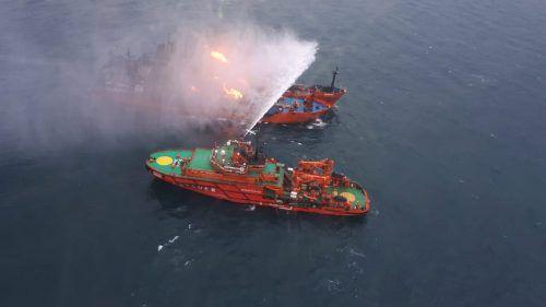 In der Meerenge von Kertsch werden 20 Tote nach Schiffsbrand befürchtet. RS