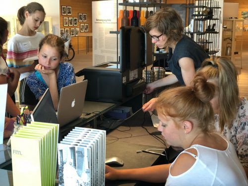 Intensive Recherchearbeit der Mittelschule Alberschwende im Frauenmuseum Hittisau. me