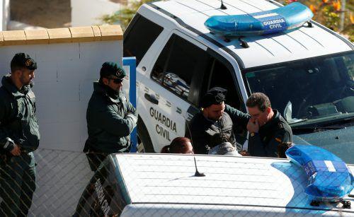 Julens Eltern Jose Rosello and Victoria Garcia müssen weiterhin bangen. Reuters