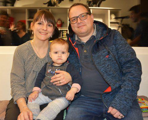 Julia und Mathias Keel-Waibel mit Tochter Finja.