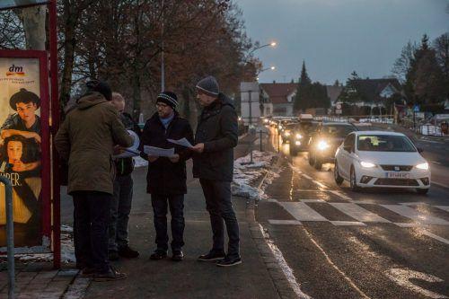 Lagebesprechung mit zwei Bürgermeistern und zwei Verkehrsexperten. VN/Paulitsch