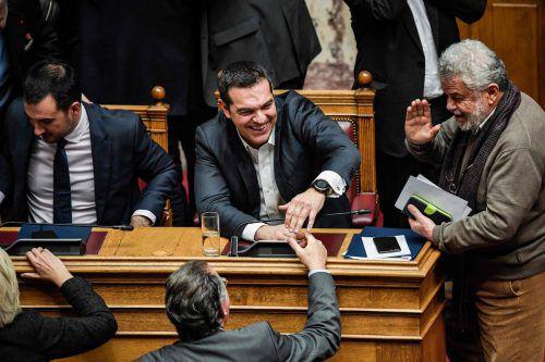 Ministerpräsident Alexis Tsipras kann lachen. Er hat bereits zum zweiten Mal ein Misstrauensvotum überstanden. afp