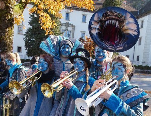 Nicht nur die kreativen Kostüme, sondern auch die spezielle Musik lockt Gäste aus nah und fern beim Monsterkonzert-Spektakel nach Vorarlberg. vn/hohenemser Palast-tätscher