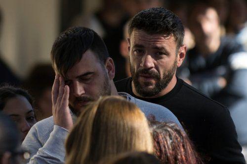 Papa Jose Rosello (l.) trauert um seinen Sohn.AFP