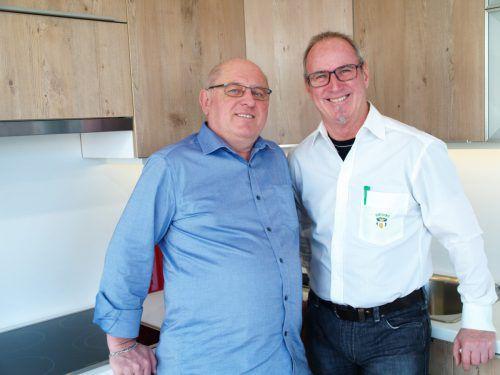 Portas-Mitarbeiter Franz Loteritsch (r.) mit Kurt Theiss (Kunde).