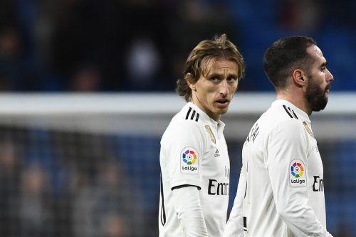 Ratlos sind Luka Modric (l.) und Dani Carvajal nach der nächsten Heimpleite. afp