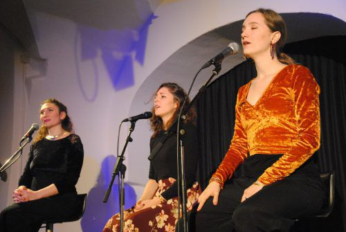 Rebekka Ziegler, Veronika Morscher und Laura Totenhagen überzeugten mit anspruchsvollen Jazz-Kompositionen im Theater am Saumarkt in Feldkirch. TaS