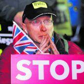 Briten stürzen ins Brexit-Chaos