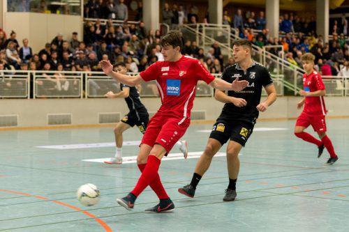 Schon im Eröffnungsspiel standen sich die Ex-Turniersieger AKA Vorarlberg (in Rot) und der Dornbirner SV gegenüber. Die Haselstauder verloren im Penaltyschießen.vn-stiplovsek