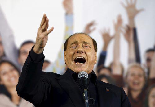 Silvio Berlusconi auf Stimmenfang bei einer Wahlveranstaltung auf Sardinien.reuters