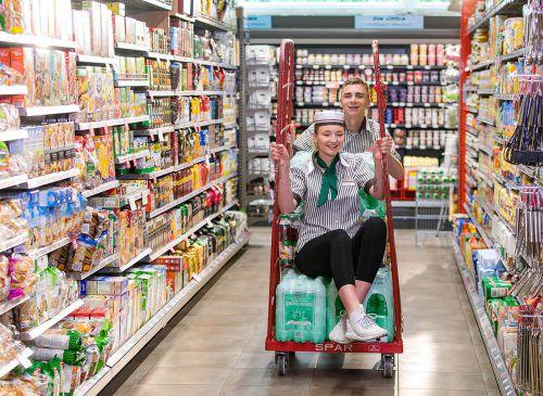 Spar Vorarlberg bietet jedes Jahr Lehrstellen in 14 verschiedenen Lehrberufen – zum Beispiel Einzelhandelskauffrau oder -mann mit den Schwerpunkten Lebensmitteleinzelhandel. FA/Wild
