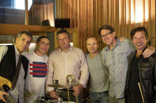 """Spielten die CD """"project fusion 1"""" ein: Robert Riegler, Klaus Michler, Adrian Mears, Tommy Böröcz, Peter Madsen, Andi Steirer.TonZoo"""