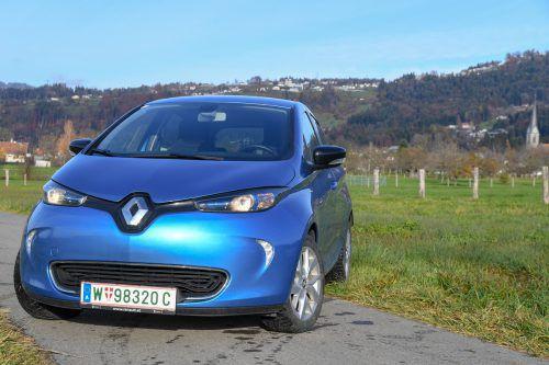 Unter Spannung: der Stromer Renault Zoe R 110 befördert das Öko-Gewissen auf angenehme Art. Unterm Front-Logo schlummert der Stromanschluss. Vn/Stiplovsek