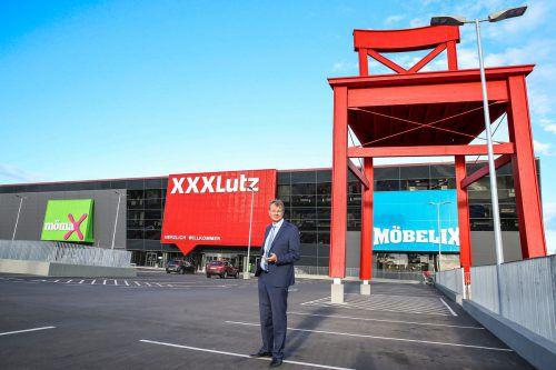Unternehmenssprecher Saliger verkündete weitere Expansion des Möbelriesen. Fa