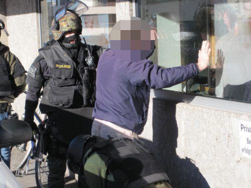 Verhaftung eines ausländischen Straftäters in Vorarlberg: Bei einer Abschiebung kommt es auf Auslieferungsabkommen an. vn/gs