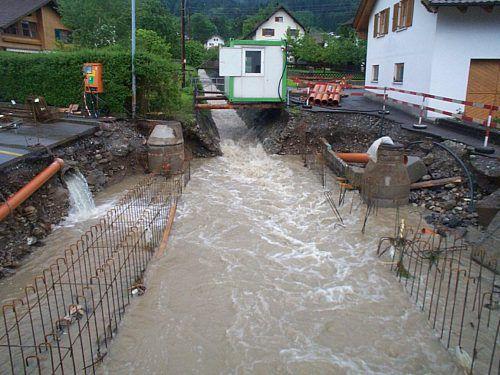 1999 wurde eine im Bau befindliche Brücke mitgerissen. A. Bachmann