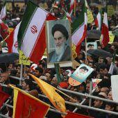 Iran feiert Revolution und will aufrüsten