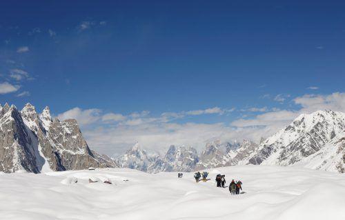 Aufgrund dieser Neueinschätzung gehen die Forscher davon aus, dass die asiatischen Hochgebirge ihre Gletscher schneller verlieren könnten als bisher angenommen. Reuters