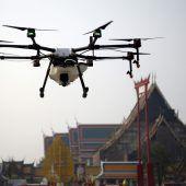 Bangkok versprüht Wasser per Drohne
