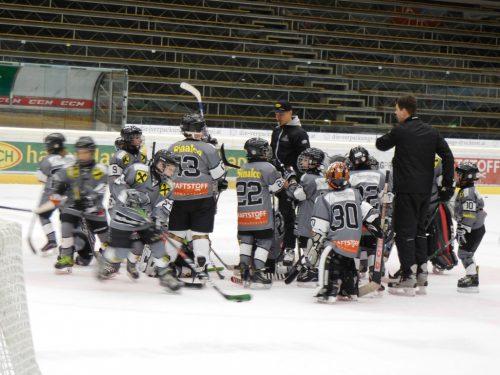 Bei den Bulldogs können Kinder Eishockey ausprobieren.mima