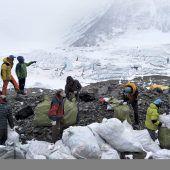 China schließt Basislager am Everest für einfache Touristen