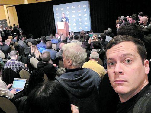 Beide Teams erklären sich in täglichen Pressekonferenzen vor den Medienvertretern.Pfanner