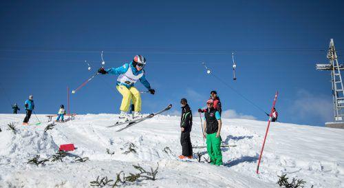"""Unter der Aufsicht von ehemaligen Skisprung-Profis können Kinder beim ASVÖ Familiensporttag """"Schnee erleben"""" erste Sprünge in den Schnee setzen.Sutterlüty"""